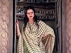 bollywood actress rekha tells how to make hook-up