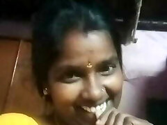 Tamil horny aunty displaying her boobs with audio