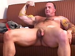 MUSCLEDAD CHRIS DUFFY