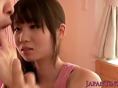 Petite asian sex industry star Yumeno Aika cumswapping