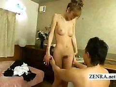 日本newhalf人妖被剥裸体吹箫