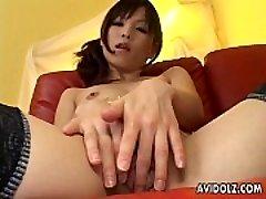 清理猫Arisa铃木炫耀她的阴部