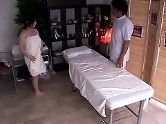 Pregnant chinese getting her hairy box finger-banged