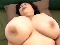 japansk modne med store pupper
