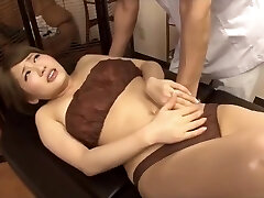 Masseur secretly romped with hot wife next her husband