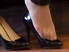 asian hosed (nylon) soles shoeplay with high high-heeled shoes