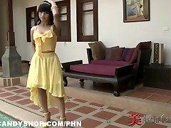Ταϊλάνδης κορίτσι του μπαρ Nuch Πίσω από τις Σκηνές