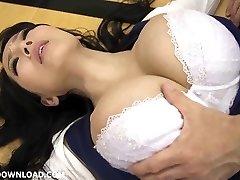 géant busty asian babe