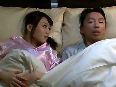 Mao Hamasaki dans j'ai Baisé Ma Femme Frères partie 1