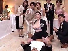 le sexe est libre entre la famille et les amis dans ce mariage