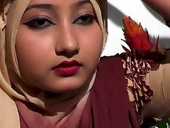 bangladeshi sexy lady showing her sexy mounds style