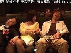 【中文字幕】电影院里的情侣痴汉上了我的巨乳女优