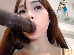 Asian Amateur Whore Cumming On Live Camshow