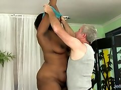 A Masseur Gives Ample Ebony Heather Mason Sex Toy Ejaculations