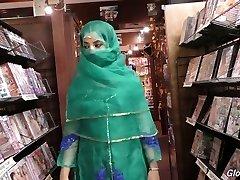 Warm Pakistani chick Nadia Ali sucks phat dick in the glory hole bedroom