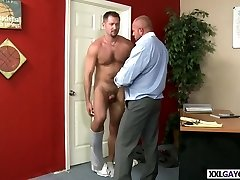 Well hung stud fucks cock-squeezing ass