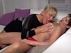 Mature lezzies Karina and Malinde eating eachothers poon
