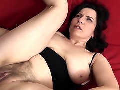 Mature with natural breasts gets a internal ejaculation in her hairy pussy!