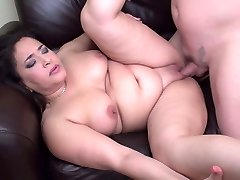 Chubby mom deep-throat and nail lucky daddy