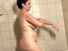 round mature with big lips takes a bathtub
