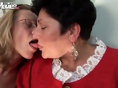 ZÁBAVNÉ FILMY Horny Babička, Lesbičky