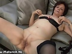 Mature housewife in splendid stockings