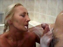 NICE WOMEN IN THE Tub 3