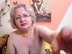 Phat Ass White Girl granny model on cam knows how to do her job 69084