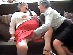 Najhorúcejšie Domáce video s Babičky, Veľké Prsia scény
