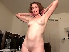 Real fledgling housewife mommy feeding her pussy
