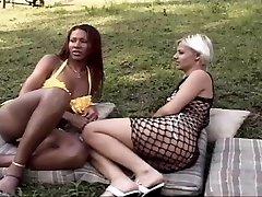 Ebony tranny tears up a hot chock outdoor