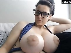 huge natural boobs live on cam