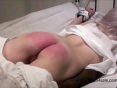 Smulkus Viktorijos mergaitė gauti sunku bausmės
