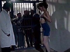 velho prisonners veja a bela menina