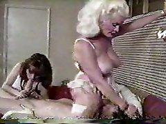 Helga Sven facesitting doet John Holmes - smurf