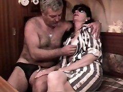 Vintage franču sex video ar nobriedušu matains pāris