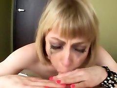 busty blondīne ir apliets rīkles fuck bezdelīga