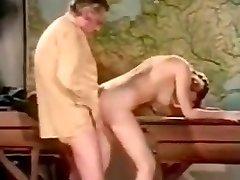 vintage unutarnja ejakulacija, što ona govori njemački?