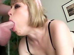 busty blond yra aplaistytas gerklės, veido fuck nuryti