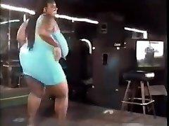विंटेज खूबसूरत विशालकाय महिला नृत्य