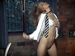 britų mokyklos mergina vienodas striptizas