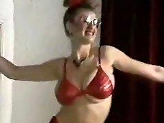 echo beach viguros sani uriasi dans strip tease