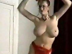 echo beach veselīgs lielās krūtis strip dance kaitināt