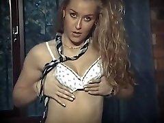 المدرسة البريطانية فتاة موحدة التعري