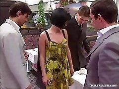 ריטה Cardinale, אורגיה ו Bukkake במסעדה
