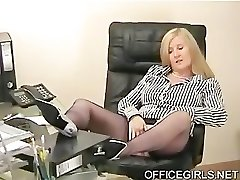 Mollig Sekretär Neckt Im Büro In Blau Silk Stockings
