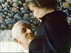 Starec Jean Villroy dobi fafanje Iz Devica...Obrabe-Tweed
