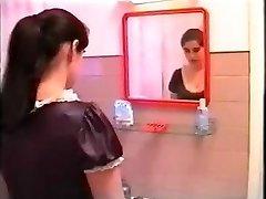 Fantāzijas bagātu portugāļu sieviete par viņas kalpone