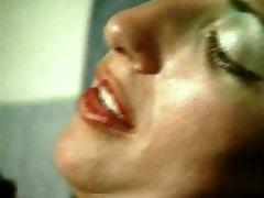 Gabriela. Meitene ir upuris vēlmes viņu saimniece