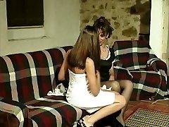 Gabriela (Marina) e Isabel - Uma lésbica caso de um português de limpeza.